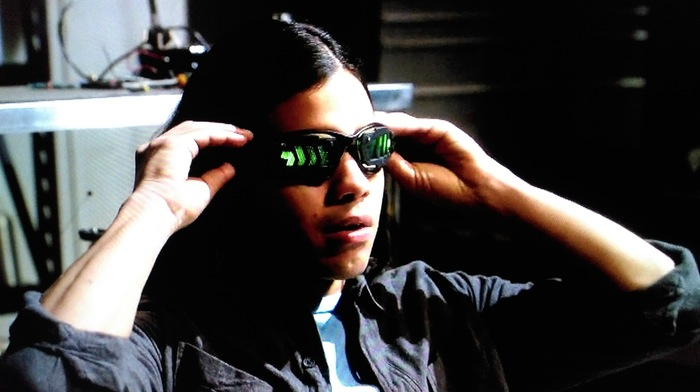cisco-tries-on-his-new-vibe-inducing-goggles-on-the-cw-show-the-flash